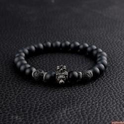 Luxusní náramek z korálků s kovovou hlavou lva