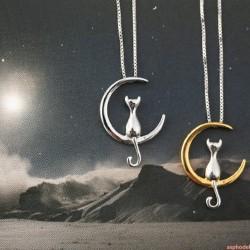Kočka na měsíci - náhrdelník (stříbrná barva)